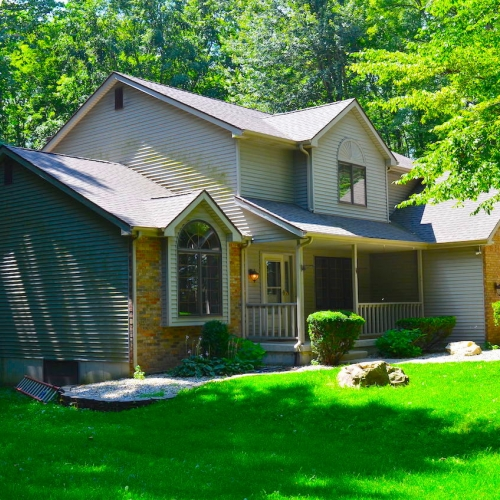 Beautiful 4 bedroom home on basement sitting on 10 acres in Roanoke
