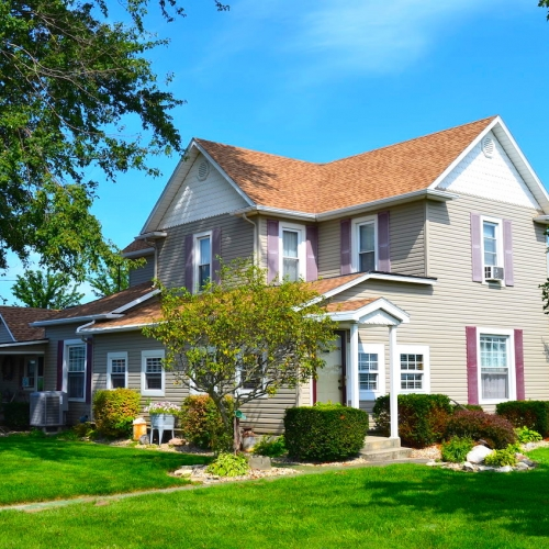 Well maintained 4 bedroom home and outbuildings in Bluffton Indiana