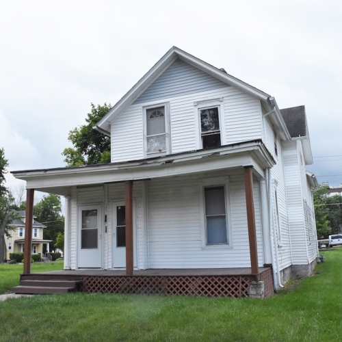 Spacious 4 bedroom duplex home just outside downtown Ft Wayne