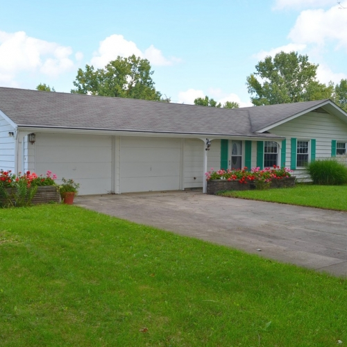 3 bedroom, 2 full bath ranch home in Woodburn, Indiana