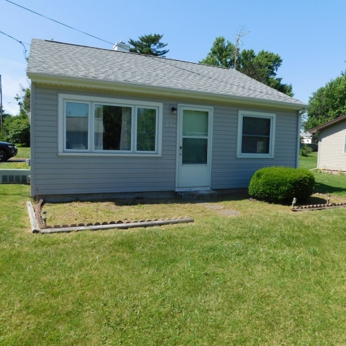 Well maintained single family home & garage in Huntington, Indiana.