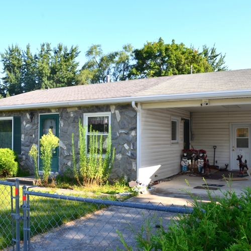 Charming 2 bedroom, 1 bath ranch home w/ covered carport just of S. Calhoun St