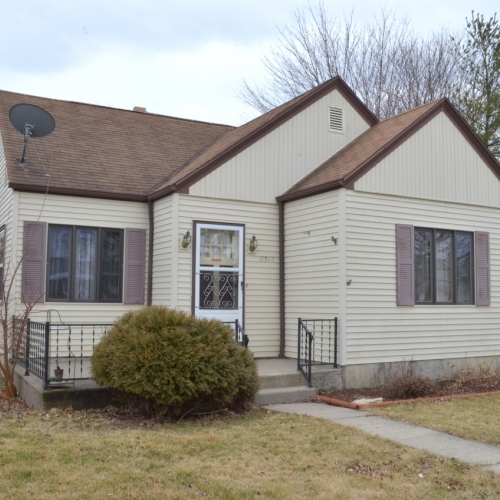 3 bedroom home on bsmt & oversized garage in Hoagland, IN.