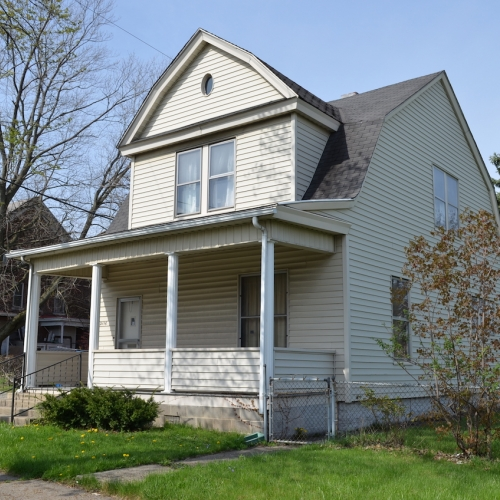 3 bedroom, 2 bath home on basement w/ detached garage minutes from downtown off Clinton St.