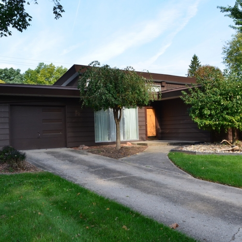 Mid-century modern home w/ attached garage in the historic neighborhood of Indian Village