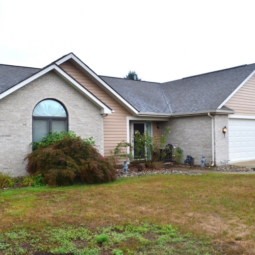 3 bedroom, 2 full bath home w/ attached garage, sunroom & bonus room in Stoners Mill, Huntertown.