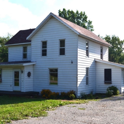 3 bedroom, 1 full bath home w/ detached garage sitting on 4.5+/- acres.