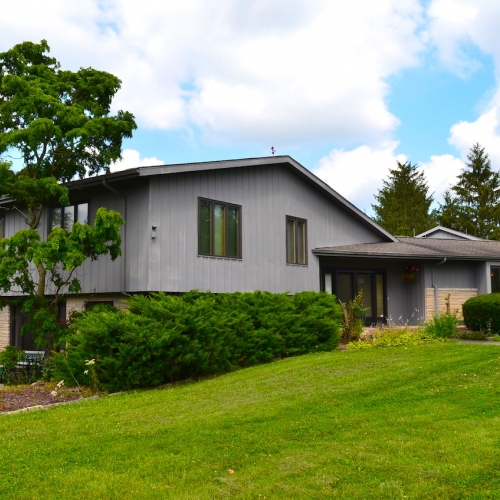 Well maintained Mid-Century Modern Roanoke home sitting on 10 acres