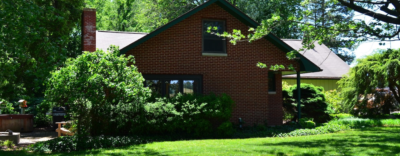3 bedroom home and buildings on 5 acres east of Silver Lake Indiana