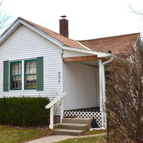 3 Bedroom Single Family Home located near Wells St.