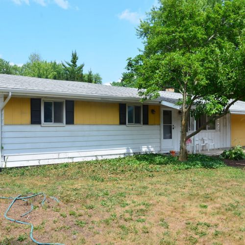 3 bedroom, 2 bath home w/ attached 2 car garage & greenhouse located off St. Joe Rd.